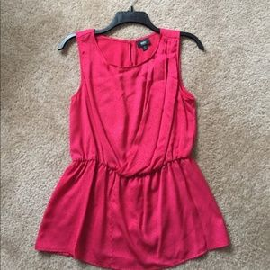 Tops - Small pink sleeveless blouse.